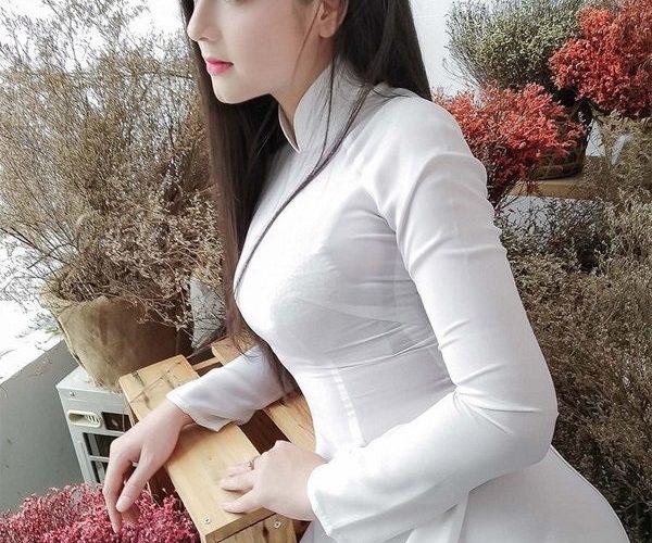 拥有优雅气质的越南美女很像迪丽热巴