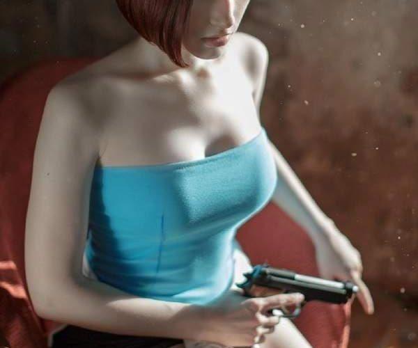 超胸妹子穿小背心COS《生化危机3》吉尔产值逆天