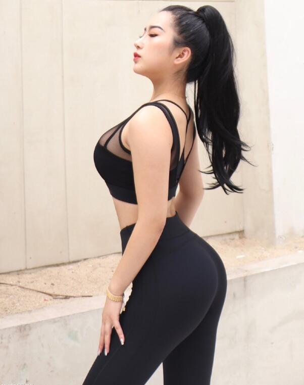 今日妹子图@叶小美儿 00后健身博主身材炸裂